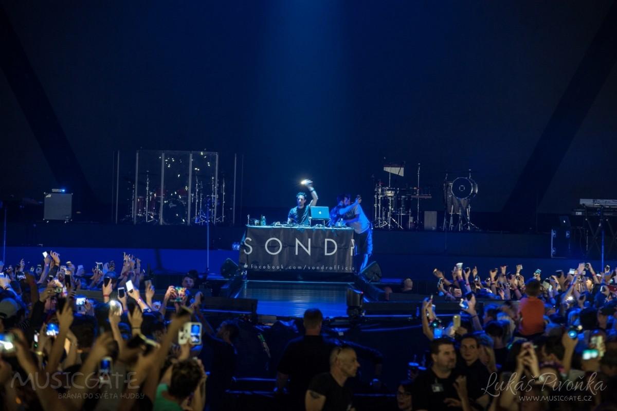Večer odstartovala DJská dvojice Sondr, která …