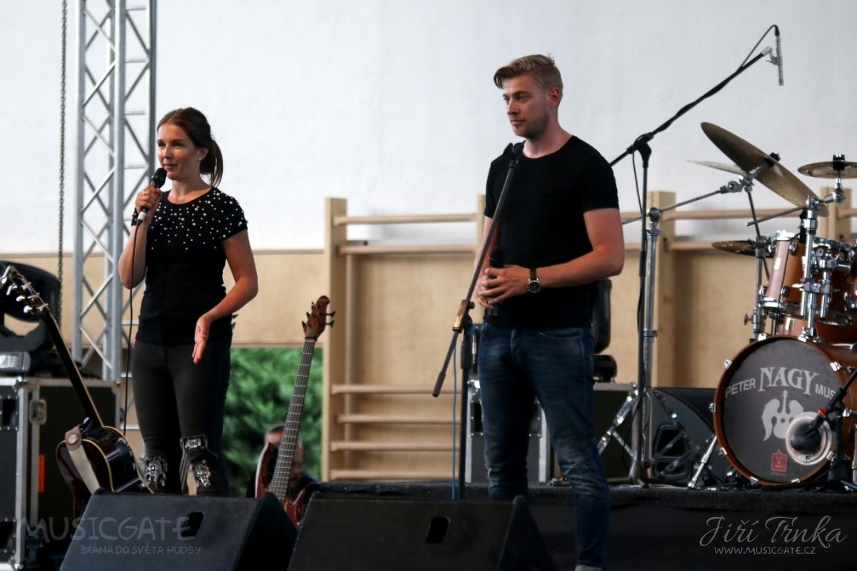 Koncert uvedli pořadatelé Jitka Doubravová a …