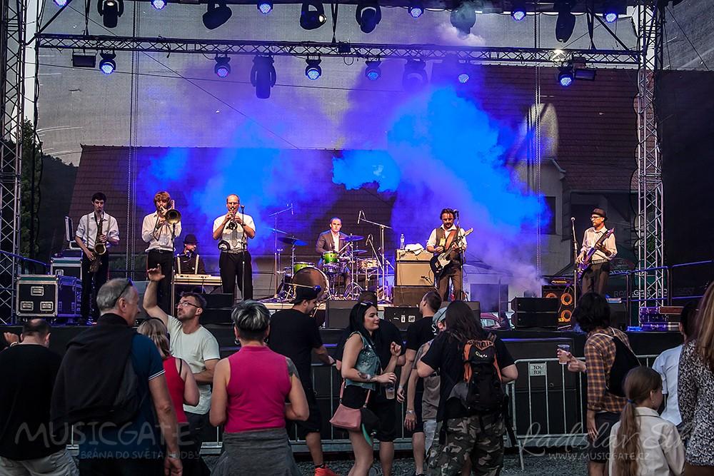 Dále následovaly kapelyKatoda Olomouc, …