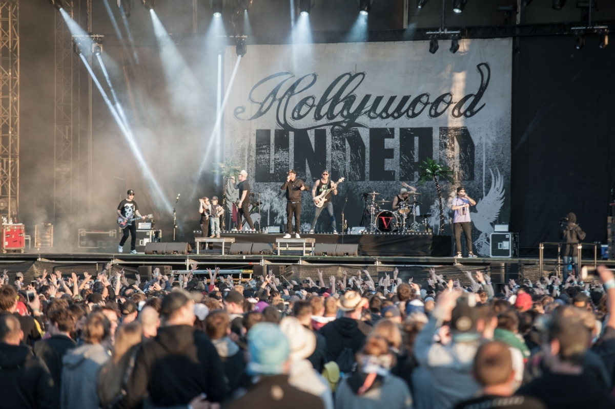 Hollywood Undead se na pódium vyřítili …