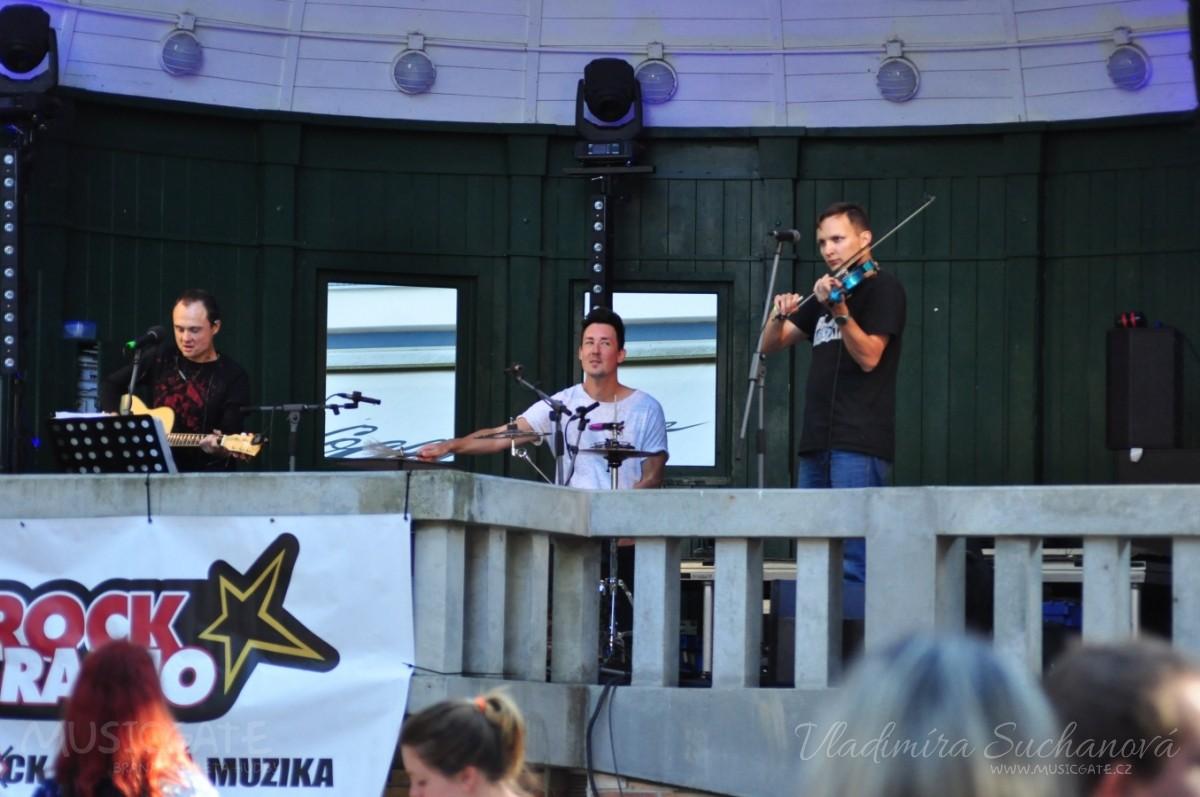 Hudební náčiní si chystalo Trio Traktůrek …