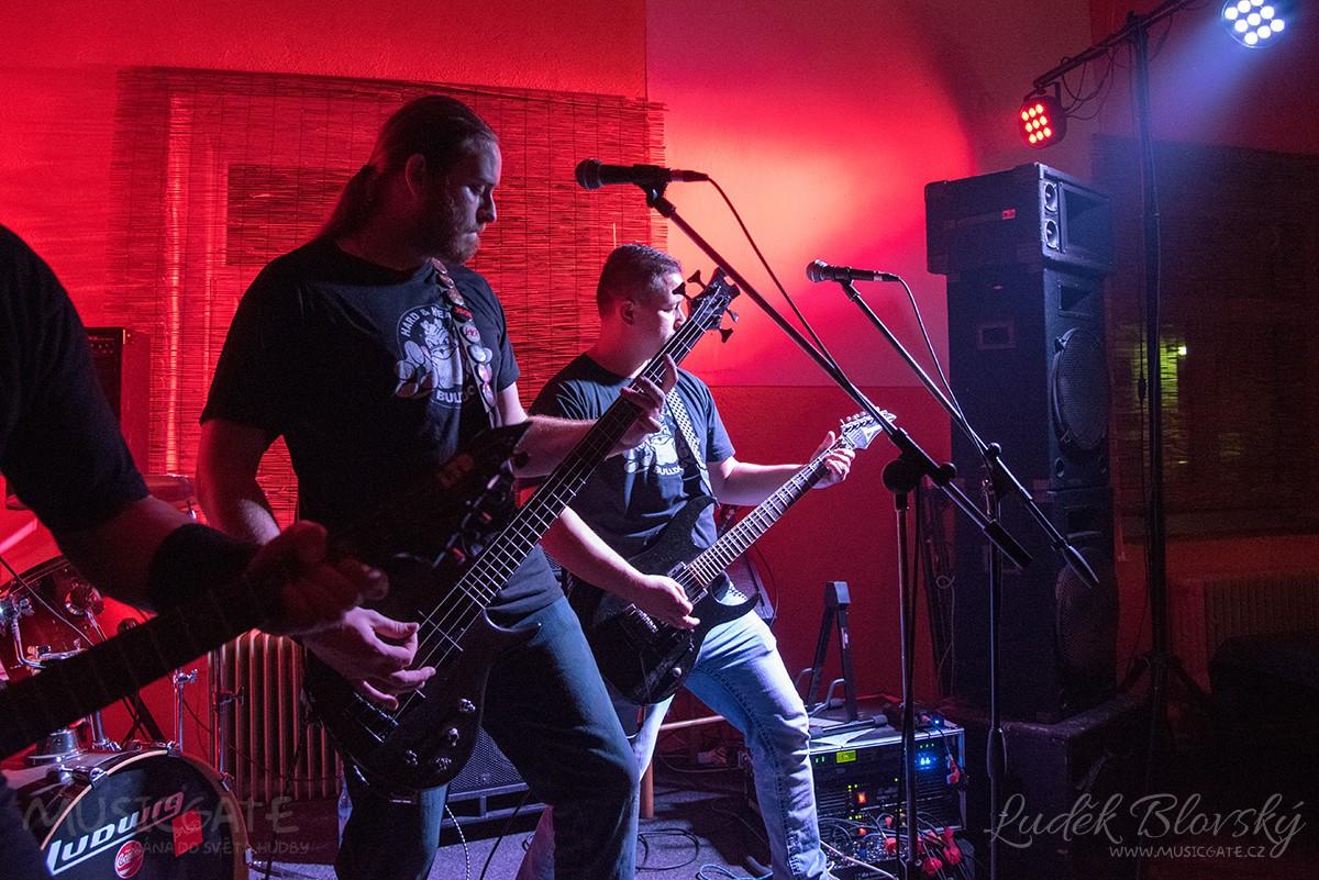 Hard rockový Bulldog zdobře známého RC …