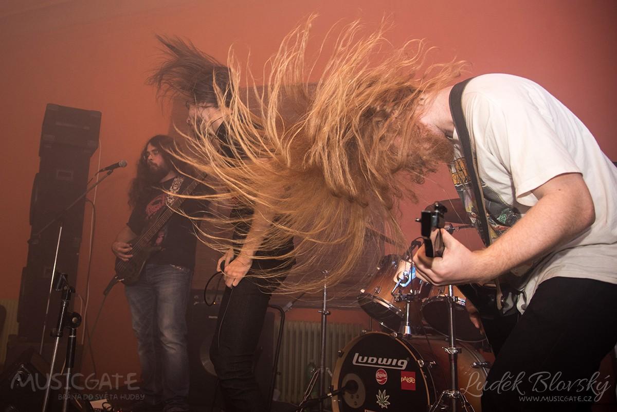 Death metalový Goat Cult to prostě umí …