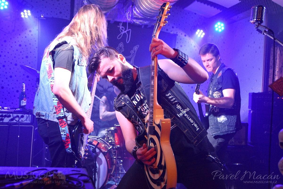 Parta kolem kytaristy a frontmana Honzy …
