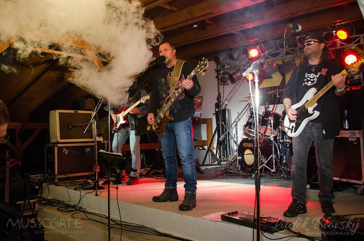 Vystoupením kapel Sifon Rock a Khargados byl završen 7. ročník úspěšné Měchpijády 2017