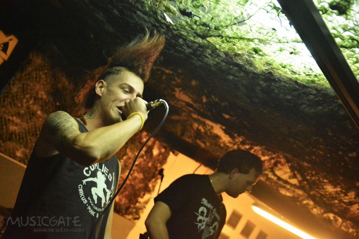 Punkový koncert v Bunggrru