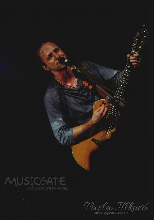 Tomáš Klus a jeho Cílová skupina vystoupili ve Valašských Kloboukách a společně tak okouzlili publikum.