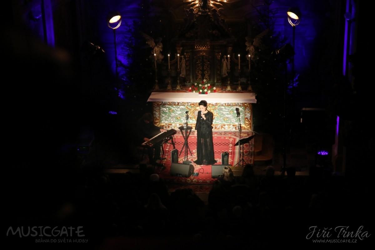 Adventní koncert Lucie Bílé v kostele v Obořišti
