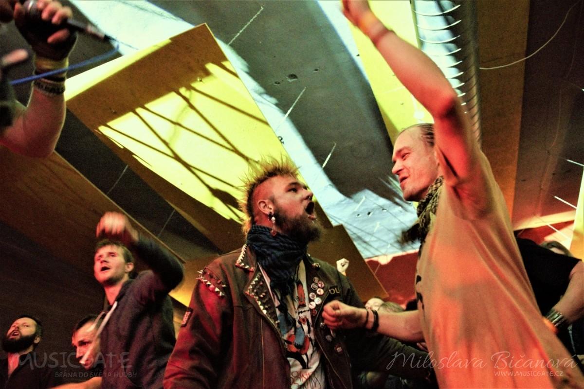 Club Bamboo ve Zlíně zažil pořádnou punkovou smršť v podobě kapel N.V.Ú. a Znouzectnost