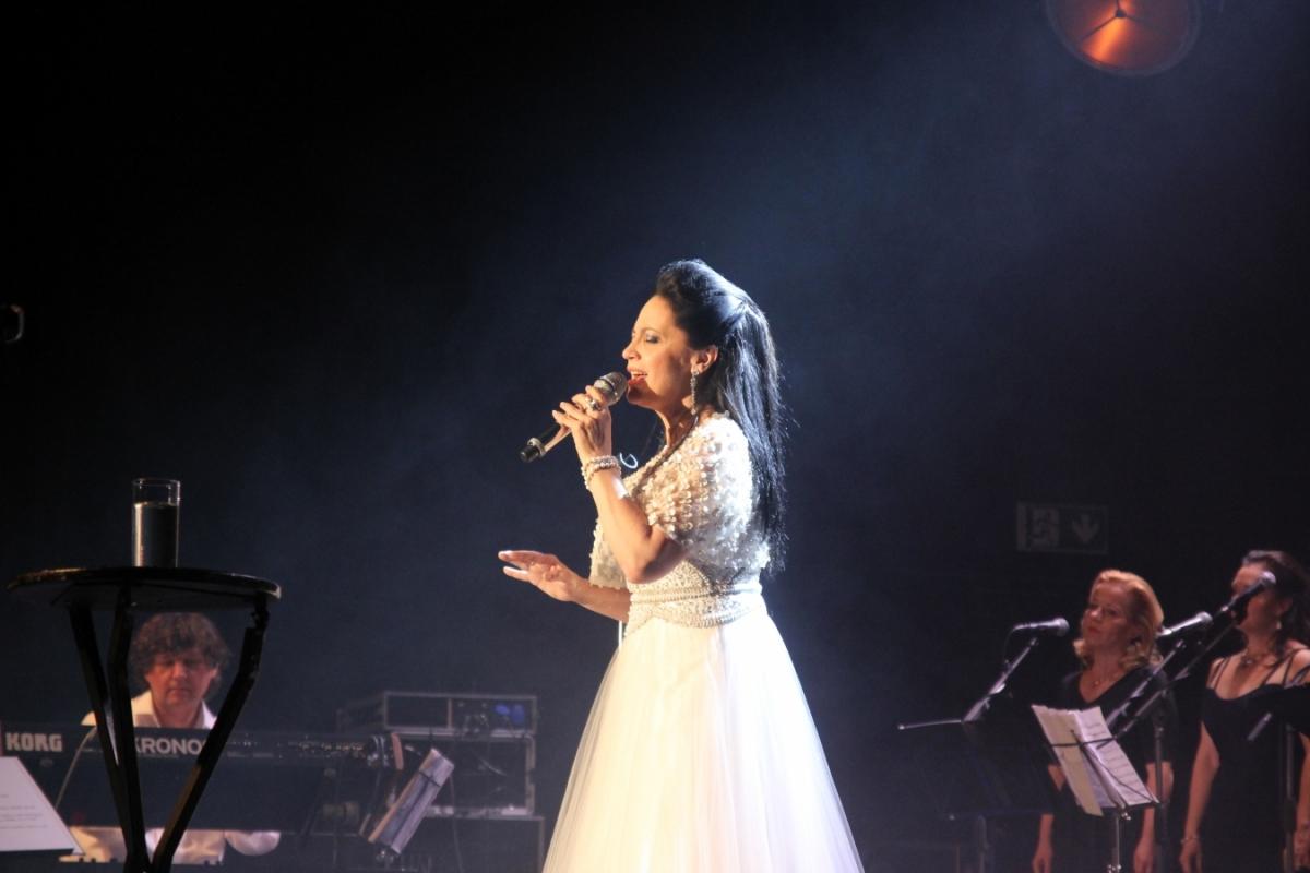 Lucie Bílá v andělské róbě zavítala do Brna.