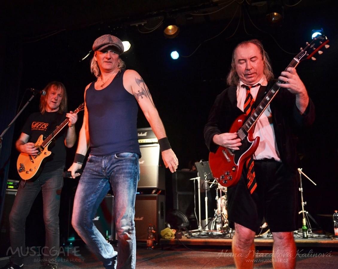 AC/DC revival Špejbl´s Helprs po roce v Hořovicích
