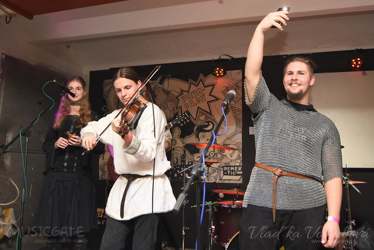 V Plzni v Pohodě se to pohodově rozjelo díky třem kapelám!