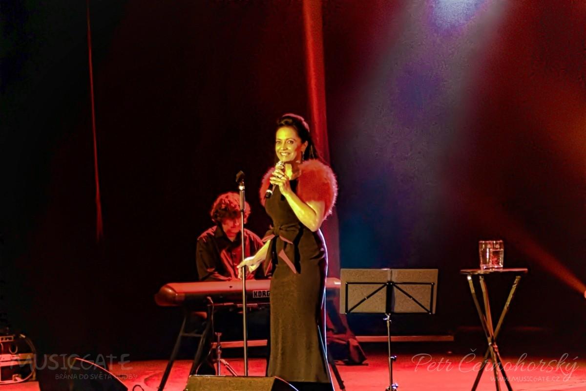 Lucie Bílá přivezla do příbramského divadla svůj hudební program Recitál a zasloužila si standing ovation