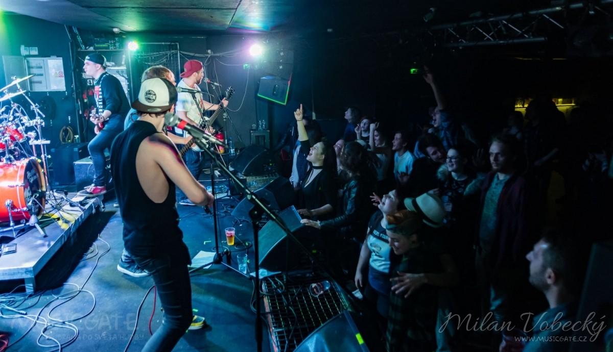 Ovocno-zeleninový mix a RockTom rozparádili publikum v RockCafé