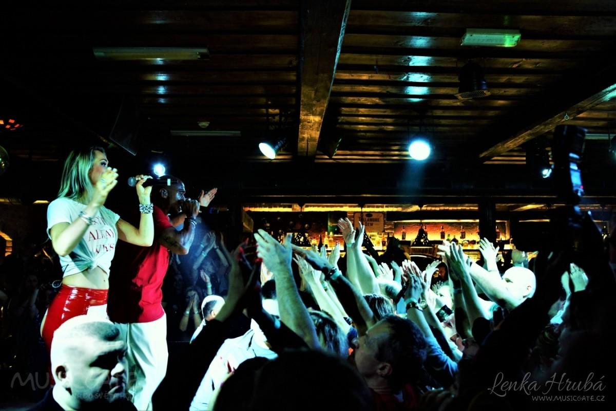 Legendární skupina Twenty 4 Seven rozzářila celý Retro music Club v Zaječí