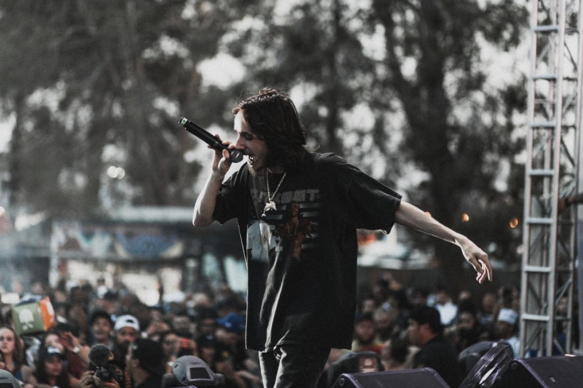 Neurvalý hlas hip-hopové menšiny Pouya vystoupí v Praze