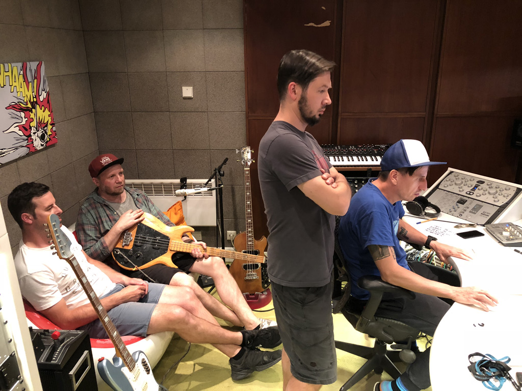 Lety mimo nahrávají nové studiové album
