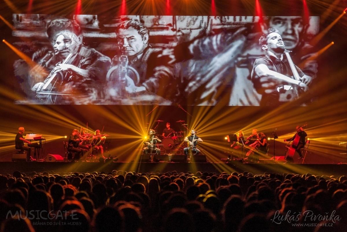 Nejslavnější instrumentální duo současnosti 2Cellos si přišlo poslechnout několik tisíc diváků
