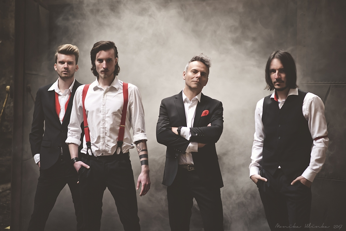 "Teplická kapela F R O M po šesti letech své existence vydává debutové studiové album ""Nekonečno""."