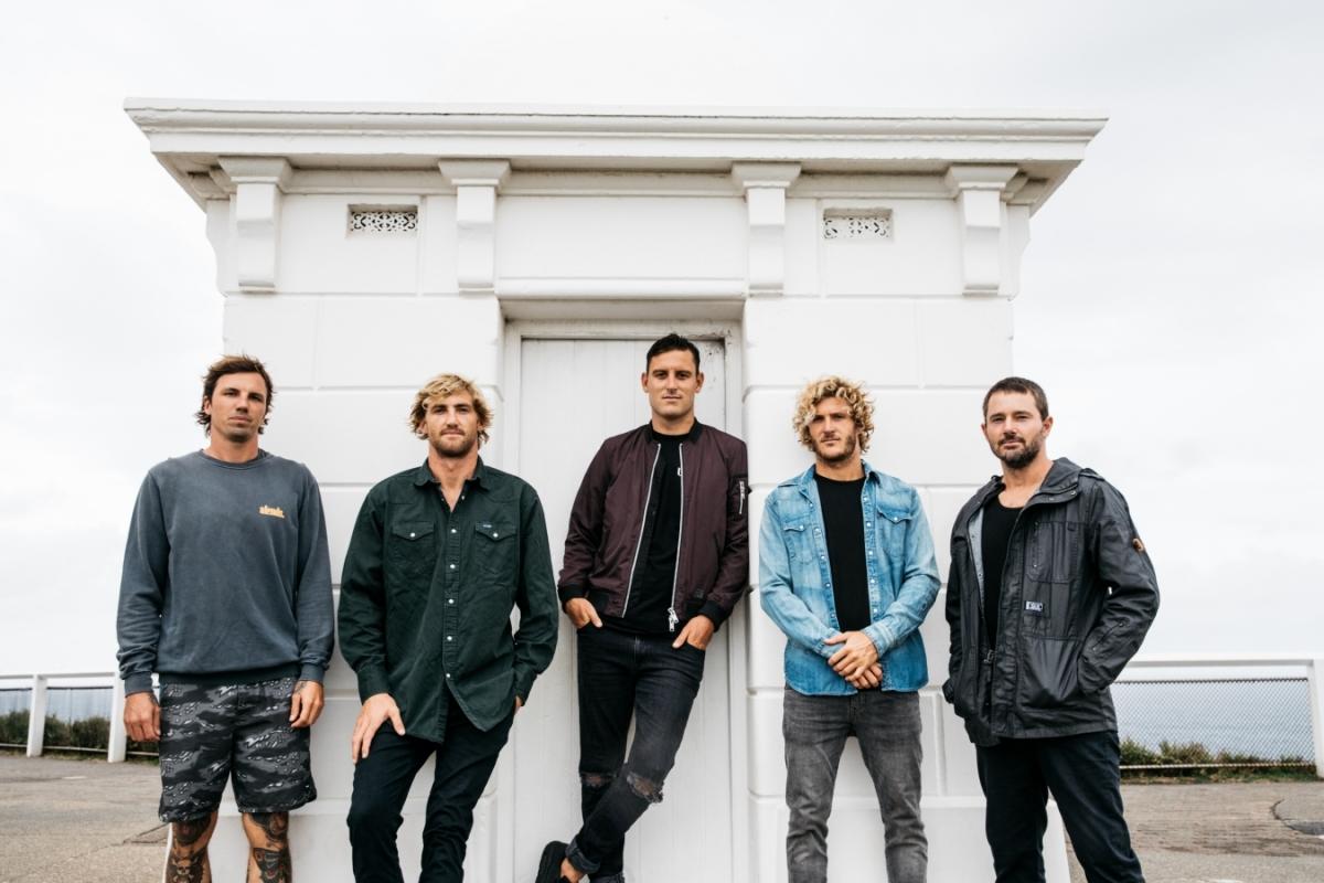 Parkway Drive se v únoru příštího roku vrátí do Prahy na sólový koncert, potvrdila kapela v závěru její velkolepé show na Aerodrome festivalu.