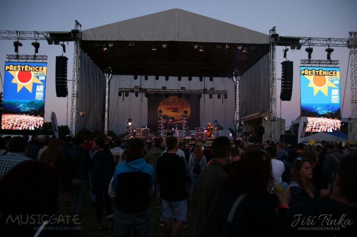 2. den festivalu Přeštěnice se nesl v duchu rockového rádia