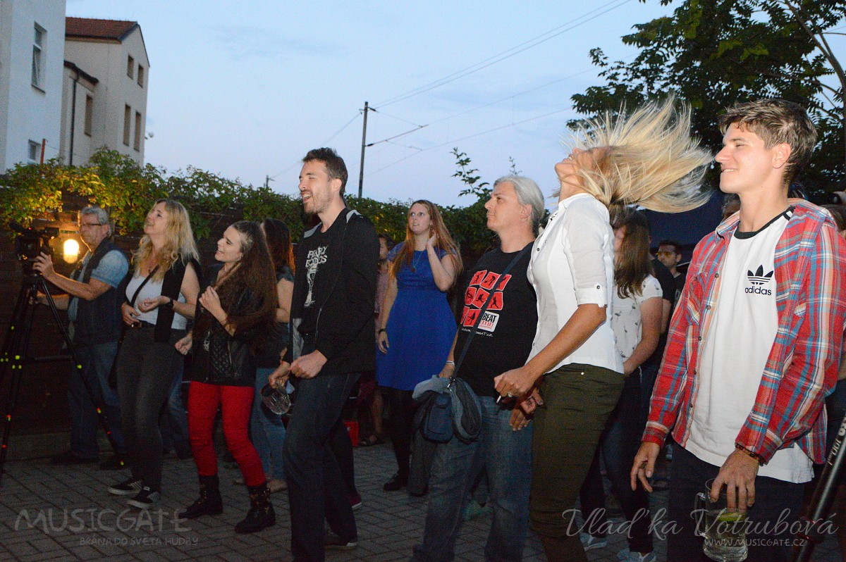 Grill párty Pearly Seconds a Fonkienz v plzeňském Šach Matu se vydařila