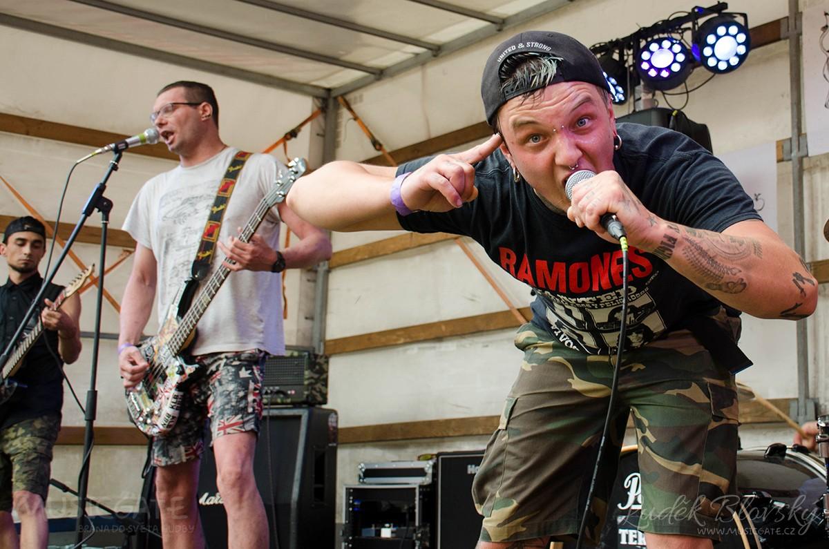 Na premiérovém Cidre Punk Festu zahrály regionální jedničky i začínající kapely