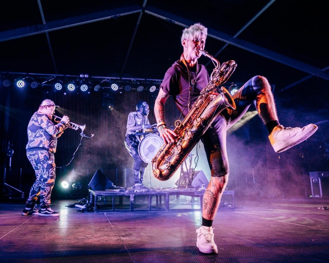 Too Many Zooz a taneční party na živé nástroje
