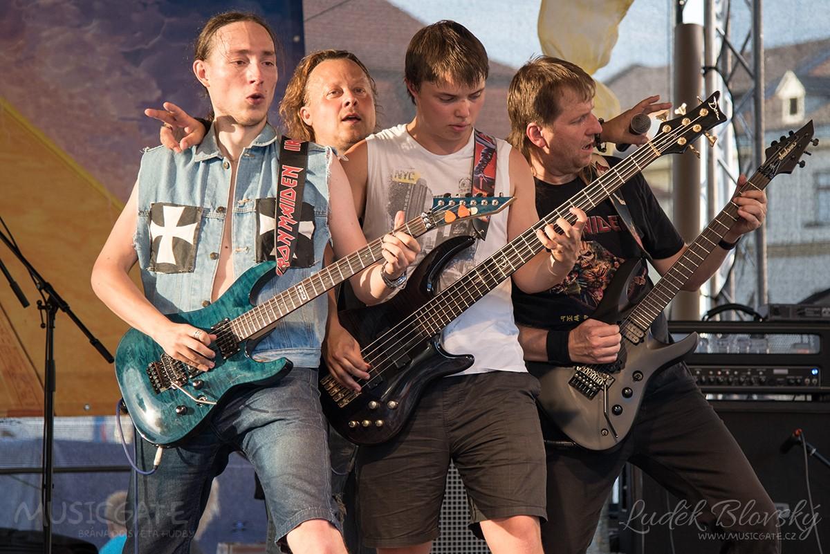 Podvečerní koncert na klatovském náměstí přilákal početné publikum