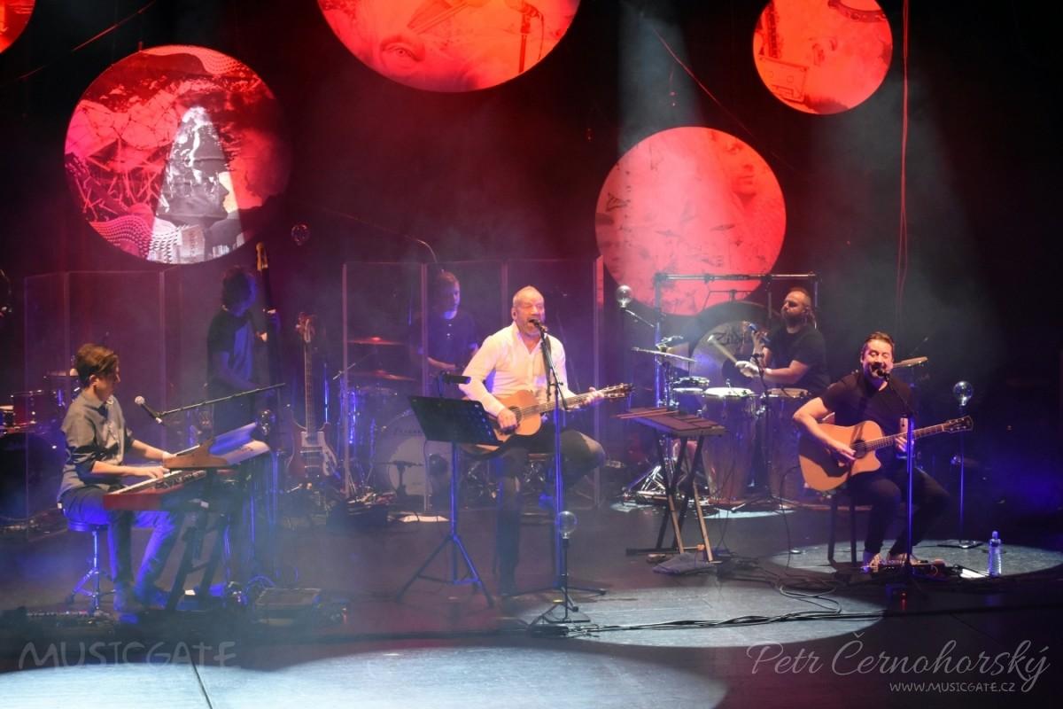 David Koller vyjel se svou kapelou na podzimní část svého akustického turné