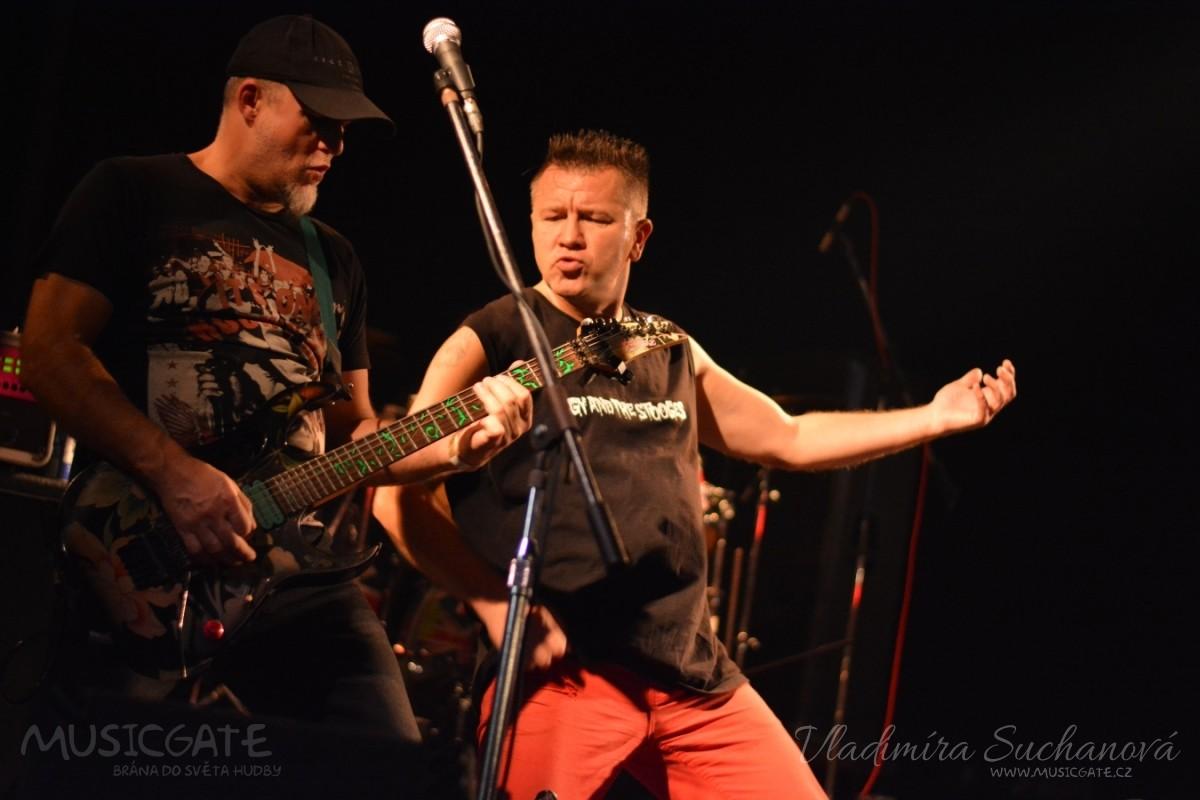 Pogo tour 2018 – E!E a SPS oslavili v Divadle Pod čarou společných 10 let na turné.
