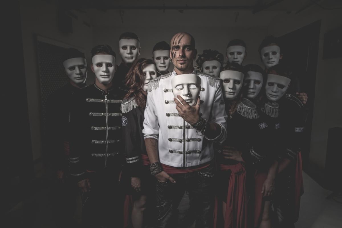 Velkolepá show Royal Squad ovládla pražskou Lucernu! V hledišti nechyběli Bittnerová, Janáčková nebo Kopečný.