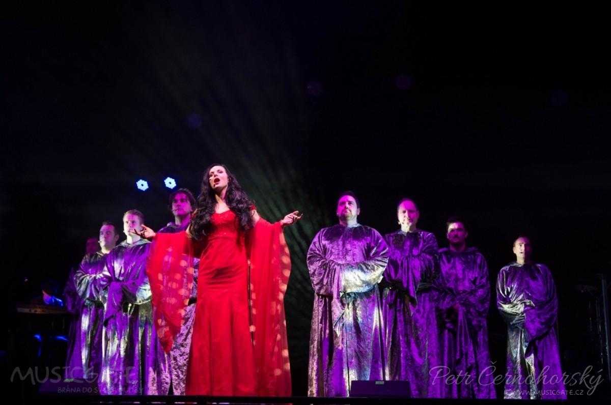 Vánoční atmosféru přivezli  Gregorian spolu s Amelií Brightman