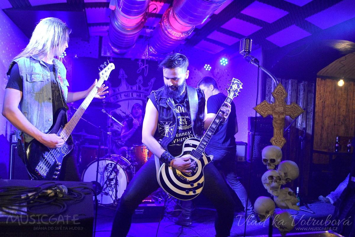 Hard rock metalová skupina Corona odpálila svůj první koncert v Klatovech