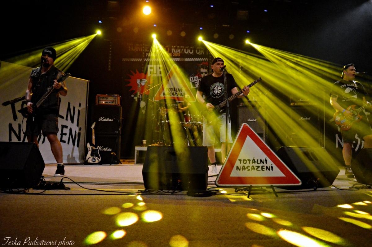 TurnE!Ečko Kazoo or die a jejich pátá zastávka byla ve Strakonicích v Kulturním domě.