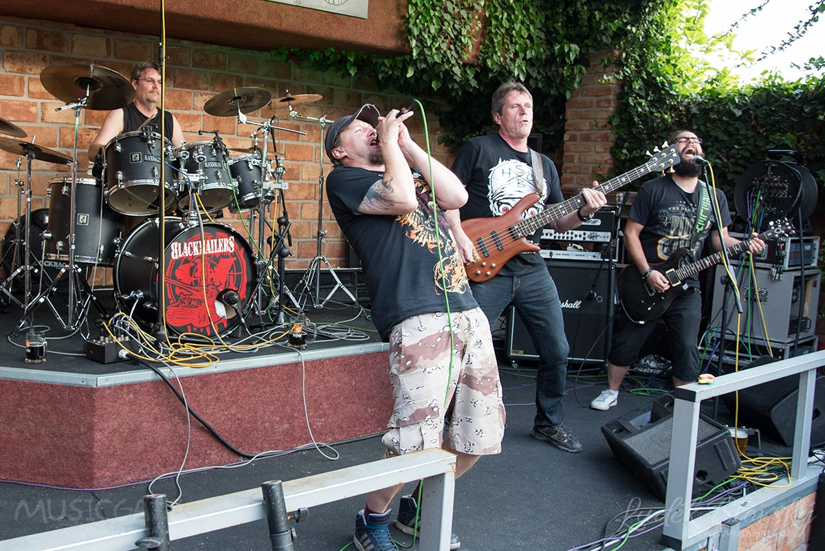 Metalová mlátička Blackmailers v Pizzerii Marshall Nepomuk