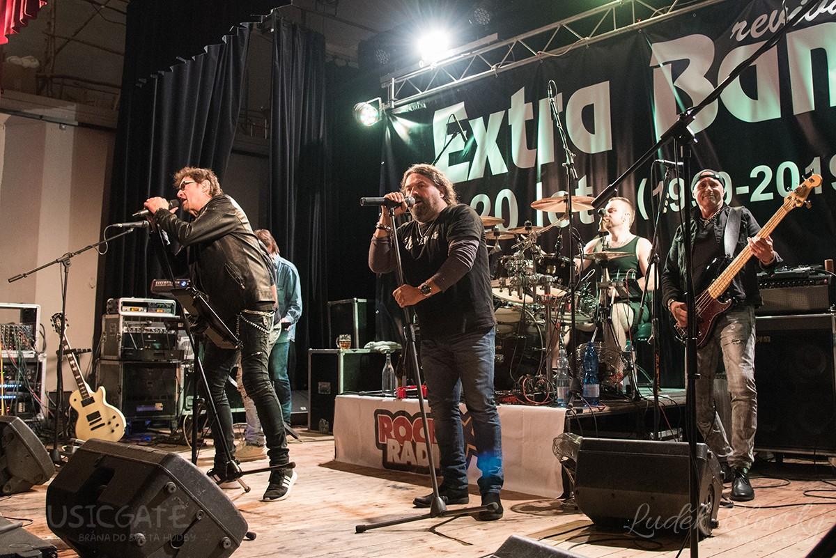 První ze tří koncertů ke 20. výročí založení Extra Band revivalu slavil úspěch