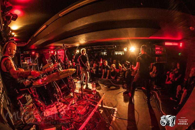Pogo tour 2019 opětovně rozbourala pražský klub Rock Cafe