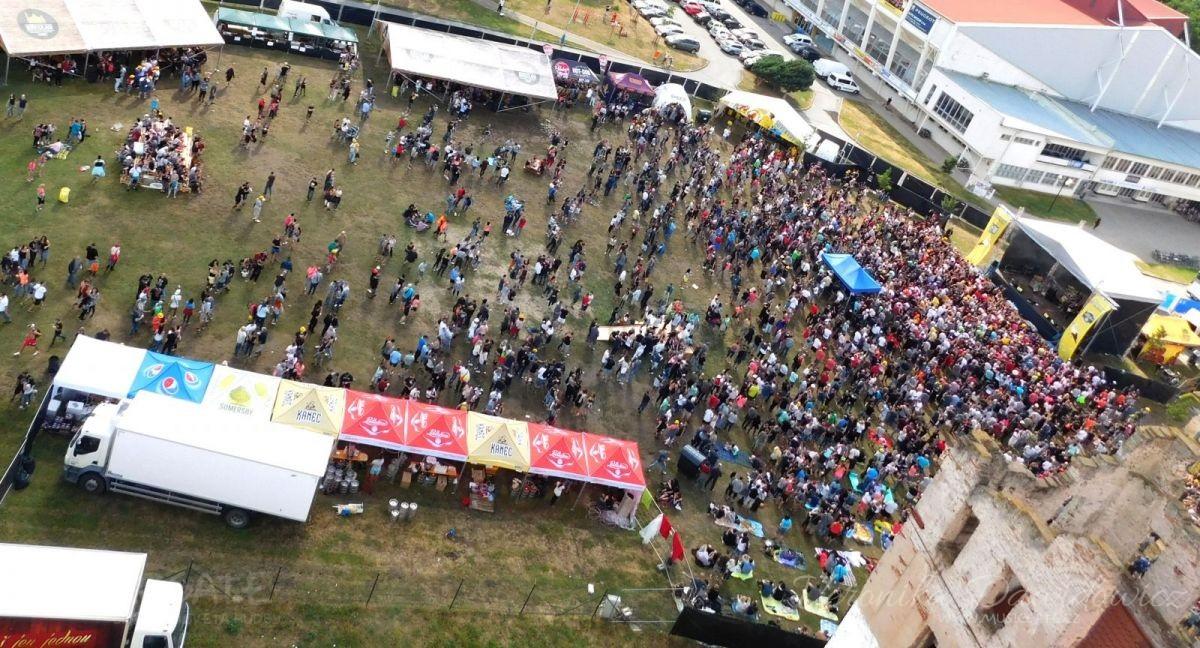 Břeclav oslavila místní zlatavý mok za zvuku hudby