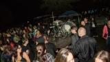 Příprava bicích mezi fanoušky (261 / 307)