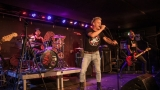 Pogo tour 2019 opětovně rozbourala pražský klub Rock Cafe (25 / 107)