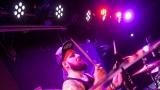 Pogo tour 2019 opětovně rozbourala pražský klub Rock Cafe (30 / 107)