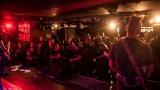 Pogo tour 2019 opětovně rozbourala pražský klub Rock Cafe (31 / 107)