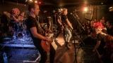 Pogo tour 2019 opětovně rozbourala pražský klub Rock Cafe (38 / 107)