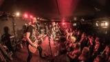 Pogo tour 2019 opětovně rozbourala pražský klub Rock Cafe (40 / 107)