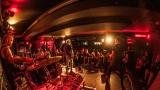 Pogo tour 2019 opětovně rozbourala pražský klub Rock Cafe (41 / 107)