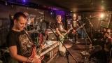 Pogo tour 2019 opětovně rozbourala pražský klub Rock Cafe (43 / 107)