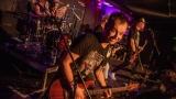 Pogo tour 2019 opětovně rozbourala pražský klub Rock Cafe (47 / 107)