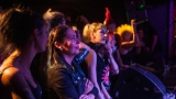 Pogo tour 2019 opětovně rozbourala pražský klub Rock Cafe (54 / 107)