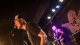Pogo tour 2019 opětovně rozbourala pražský klub Rock Cafe (57 / 107)